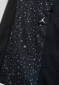 Jordan - JUMPMAN GRAPHIC SHORT - Sports shorts - black/white - 6