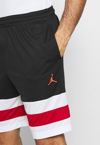 Jordan - JUMPMAN BBALL SHORT - Träningsshorts - black/white/gym red - 4
