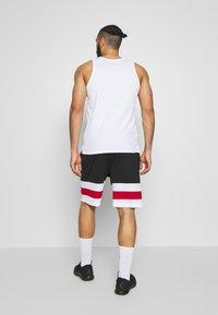 Jordan - JUMPMAN BBALL SHORT - Träningsshorts - black/white/gym red - 2