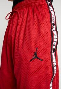 Jordan - AIR TEAR AWAY SHORT - Träningsshorts - gym red/black - 4