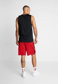 Jordan - AIR TEAR AWAY SHORT - Träningsshorts - gym red/black - 2