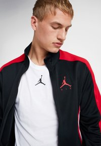 Jordan - JUMPMAN SUIT JACKET - Kurtka sportowa - black/red - 3