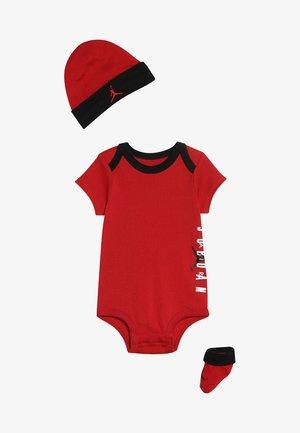 AIR HAT BODYSUIT BOOTIE SET  - Bonnet - gym red