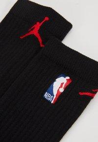 Jordan - CREW NBA - Skarpety sportowe - black/university red - 3