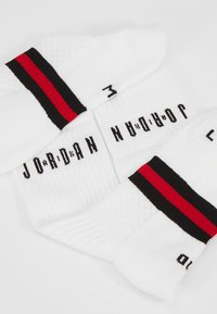 Jordan - LEGACY CREW 2 PACK - Sportsokken - white/gym red/black - 2