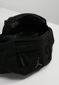 Jordan - ELE JACQUARD CROSSBODY - Heuptas - black - 4