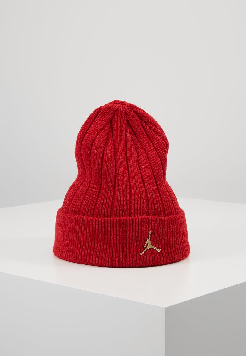 Jordan - BEANIE CUFFED - Beanie - gym red/metallic gold