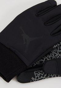 Jordan - SHIELD GLOVES - Fingerhandschuh - black/dark grey/gym red - 4