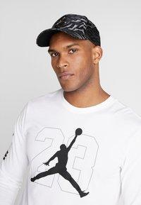 Jordan - CAMO - Cap - black - 1