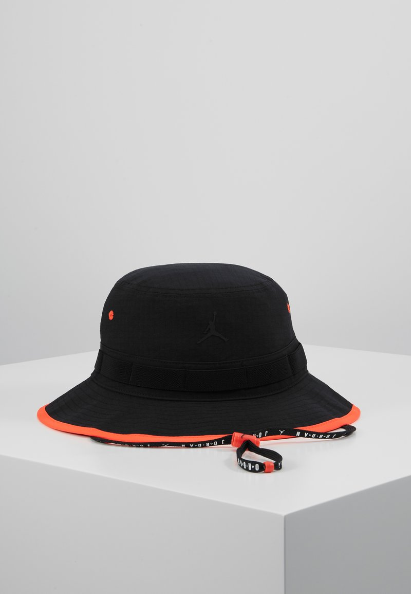 Jordan - BUCKET JUMPMAN - Sombrero - black/infrared