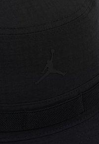 Jordan - BUCKET JUMPMAN - Sombrero - black/infrared - 5