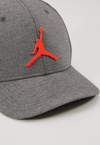 Jordan - JUMPMAN - Caps - black/htr/infrared - 2