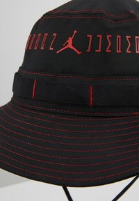 Jordan - JORDAN  LEGACY AJ11 FISCHERHUT - Hat - black/university red - 3