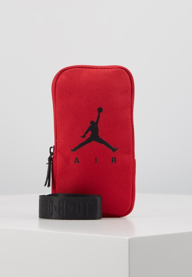 AIR LANYARD POUCH - Portfel - gym red