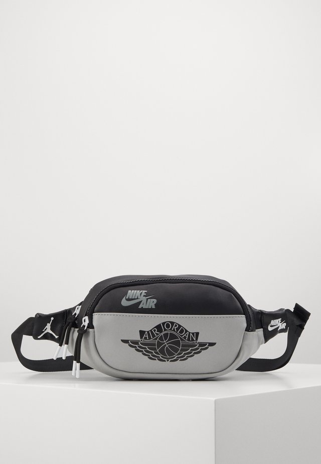 CROSSBODY - Sac banane - shadow