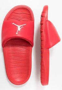 Jordan - BREAK - Sandały kąpielowe - university red/metallic silver - 1