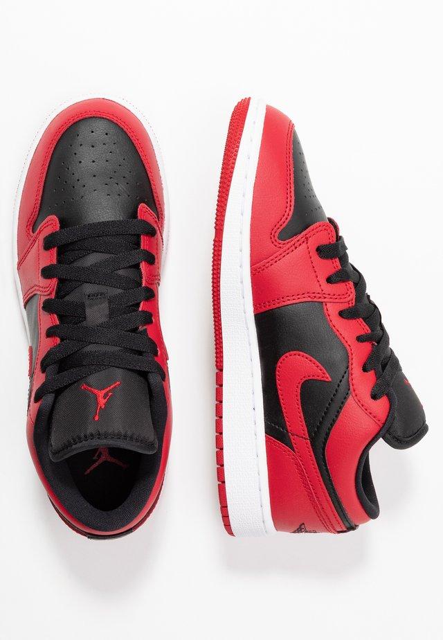 AIR 1 LOW - Basketbalové boty - gym red/black/white