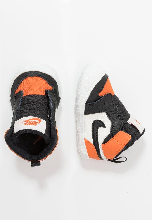 1 CRIB - Basketbalové boty - sail/black/starfish