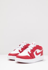 Jordan - LOW ALT - Basketbalové boty - gym red/white - 2