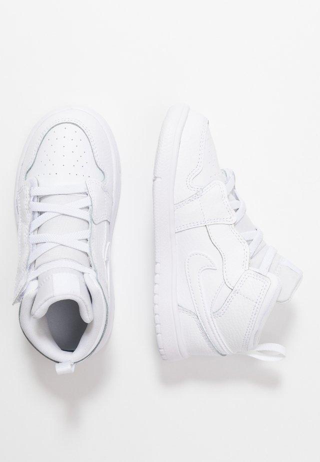 1 MID ALT - Basketbalové boty - white