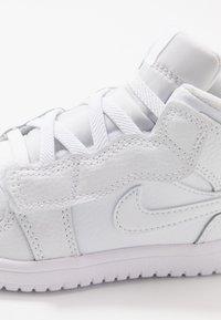 Jordan - 1 MID ALT - Basketbalové boty - white - 2