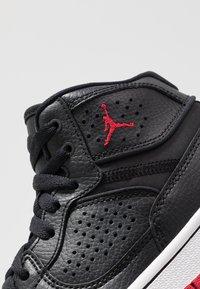 Jordan - ACCESS - Basketballsko - black/gym red/white - 2