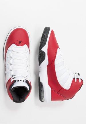 MAX AURA - Basketballsko - gym red/black/white