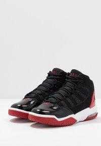 Jordan - MAX AURA - Basketbalové boty - black/gym red/white - 3