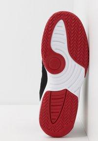 Jordan - MAX AURA - Basketbalové boty - black/gym red/white - 5