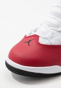 Jordan - MAX AURA - Basketbalové boty - gym red/black/white - 2