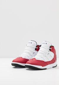 Jordan - MAX AURA - Basketbalové boty - gym red/black/white - 3