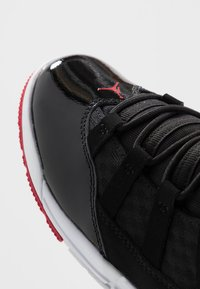 Jordan - MAX AURA - Scarpe da basket - black/gym red/white
