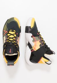 Jordan - WHY NOT 2 SE - Basketbalové boty - black/flash crimson/amarillo/vast grey - 1