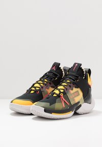 Jordan - WHY NOT 2 SE - Basketbalové boty - black/flash crimson/amarillo/vast grey
