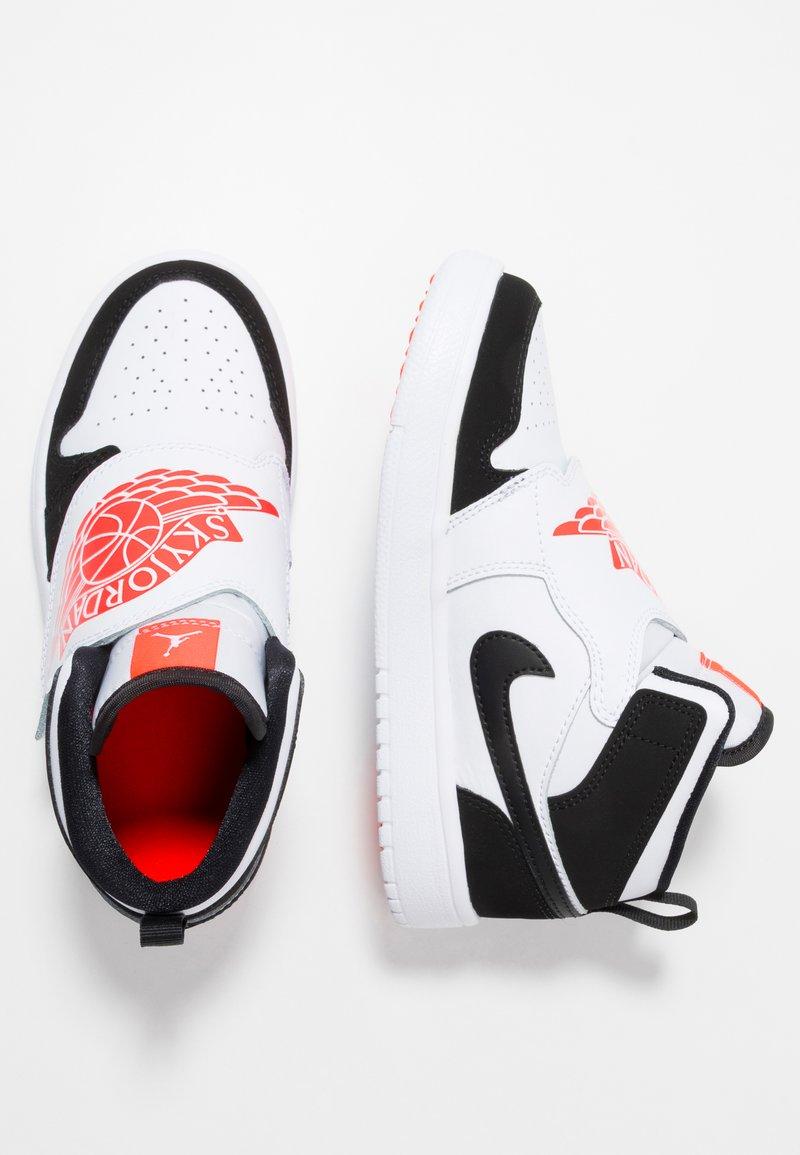 Jordan - SKY 1 - Basketballsko - white/infrared/black