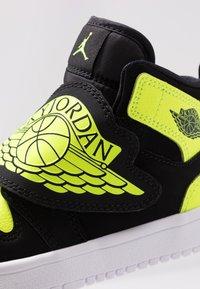Jordan - SKY 1 - Basketbalové boty - black/volt/white - 2