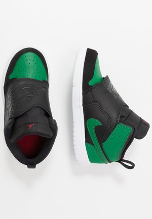 SKY 1 - Basketbalschoenen - black/pine green/gym red