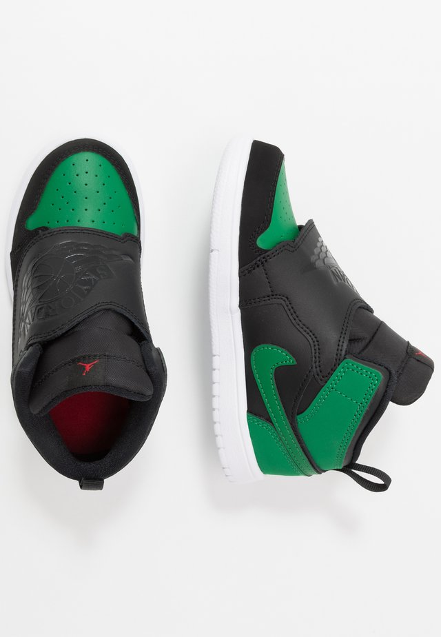 SKY 1 - Basketball shoes - black/pine green/gym red