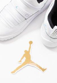 Jordan - AIR 11 RETRO LITTLE FLEX - Basketbalové boty - white/legend blue/black - 6