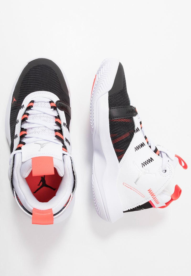 Jordan - JUMPMAN 2020 - Basketbalschoenen - white/metallic silver/black/infrared