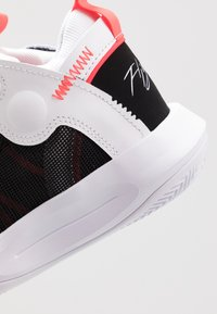 Jordan - JUMPMAN 2020 - Basketbalschoenen - white/metallic silver/black/infrared - 2