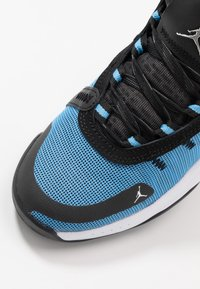 Jordan - JUMPMAN 2020 - Zapatillas de baloncesto - university blue/metallic silver/black - 2