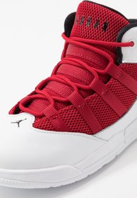 Jordan - MAX AURA BT - Basketbalové boty - white/black/gym red - 2