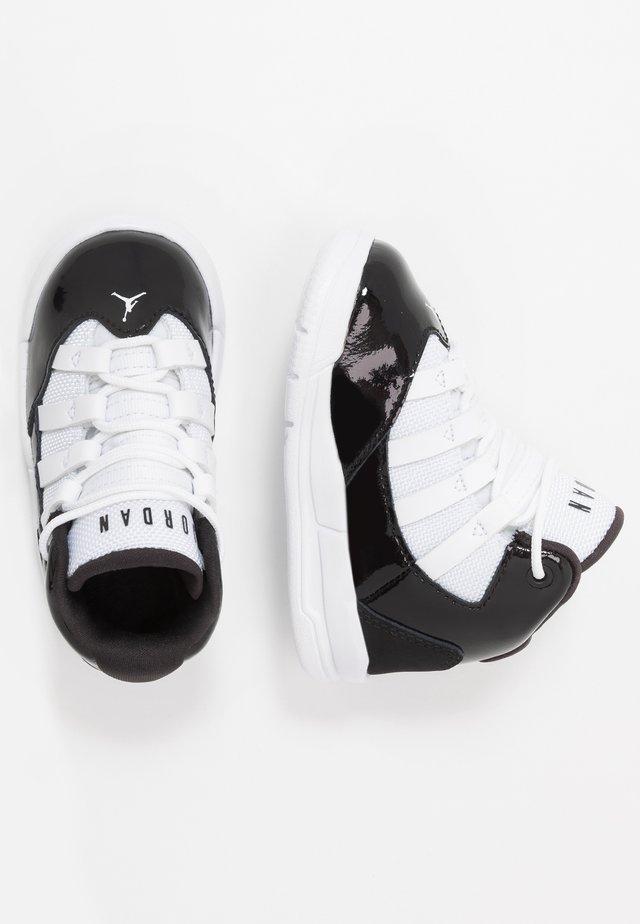 MAX AURA BT - Chaussures de basket - black/white