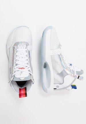 AIR XXXIV BG - Basketbalschoenen - white/metallic silver