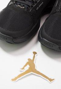 Jordan - AIR XXXIV BG - Basketbalové boty - black/dark smoke grey/electric green - 6