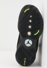 Jordan - AIR XXXIV BG - Basketbalové boty - black/dark smoke grey/electric green - 5