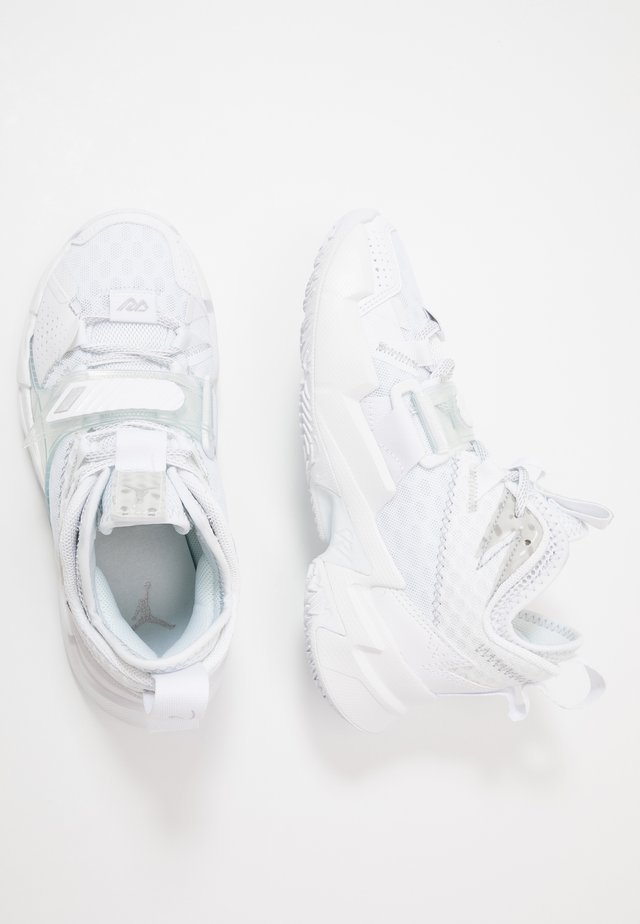 WHY NOT ZER0.3 - Basketball shoes - white/metallic silver/black