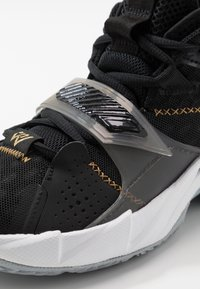 Jordan - WHY NOT ZER0.3 - Zapatillas de baloncesto - black/metallic gold/white - 2