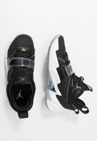 Jordan - WHY NOT ZER0.3 - Zapatillas de baloncesto - black/metallic gold/white - 0